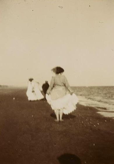 femmes plage.jpg